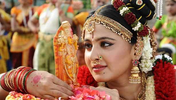 ஆண்டாளாக அனுஷ்கா நடிக்கும் பிரமாண்ட நாயகன் 201712072108254299_1_anushka21._L_styvpf