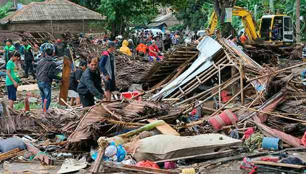 இந்தோனேசியாவில் எரிமலை வெடித்து சுனாமி: 168 பேர் பலி- 745 பேர் படுகாயம் 201812231310335127_2_Tsunami231204._L_styvpf
