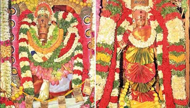 தேர்களில் எழுந்தருளிய சுவாமி நெல்லையப்பர்-காந்திமதி அம்பாள் பக்தர்களுக்கு அருள்பாலித்த காட்சி.