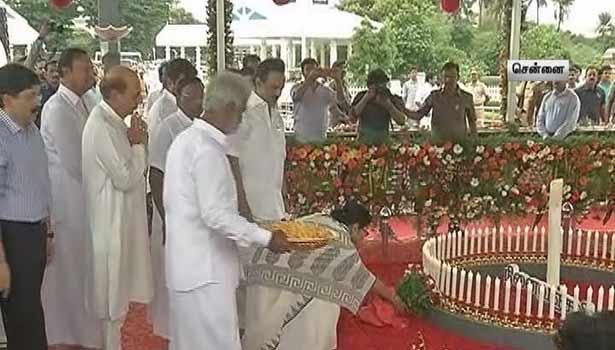 கலைஞர் நினைவிடத்தில் மம்தா பானர்ஜி