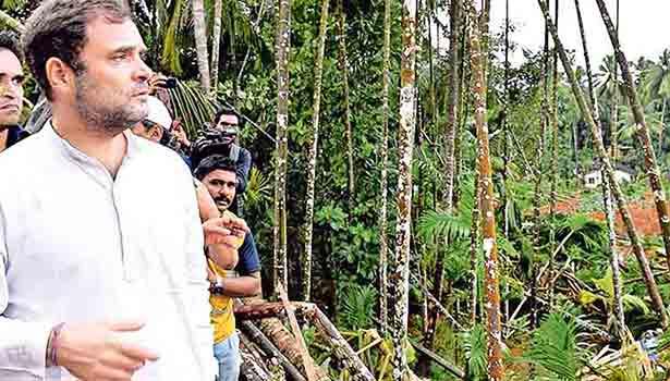 மலப்புரம் அருகே கவளப்பாறையில் ஏற்பட்ட நிலச்சரிவை பார்வையிட்ட ராகுல்காந்தி