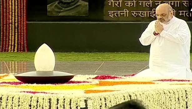 வாஜ்பாய் நினைவிடத்தில் மரியாதை செலுத்திய அமித் ஷா