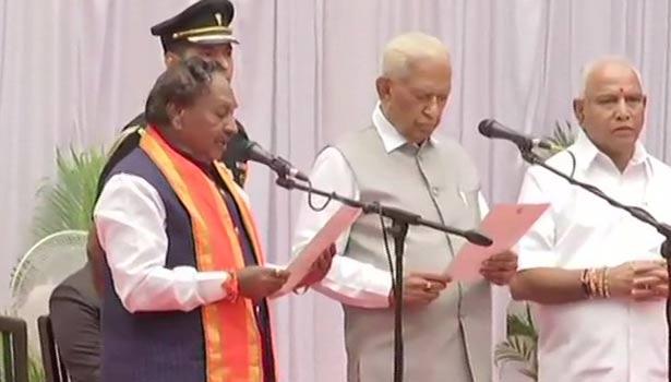 கே.எஸ்.ஈஸ்வரப்பா பதவியேற்ற போது எடுத்த படம்