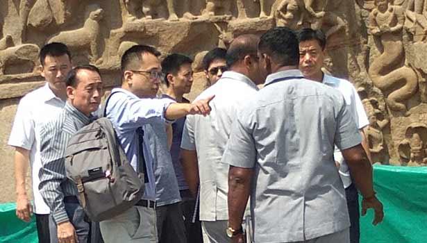 அர்ஜுனன் தபசு பகுதியில் சீன பாதுகாப்பு அதிகாரிகள் ஆய்வு செய்த காட்சி