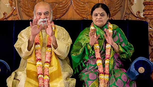 கல்கி ஆசிரம தலைவர் விஜயகுமார் - பத்மா