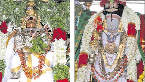 சிறப்பு அலங்காரத்தில் நெல்லையப்பர்- காந்திமதி அம்மன்.