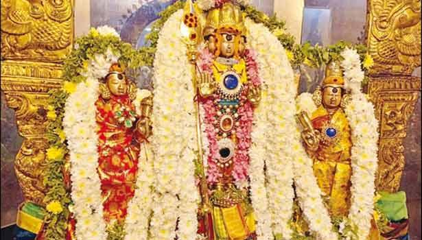 வள்ளி, தெய்வானை சமேத சண்முகருக்கு அலங்காரம் செய்யப்பட்டு இருந்த காட்சி