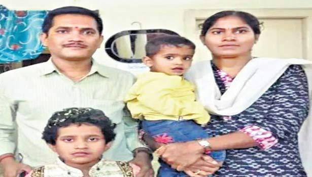 குடும்பத்துடன் தாசில்தார் விஜயா