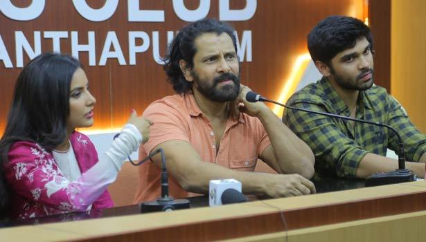 பிரியா ஆனந்த், விக்ரம், துருவ்