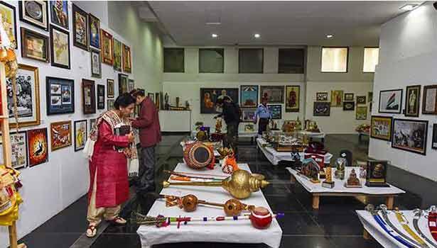 பிரதமர் மோடிக்கு அன்பளிப்பாக வந்த பொருட்கள்