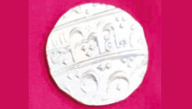 10 ரூபாய் நாணய வடிவிலான தங்கக்காசு