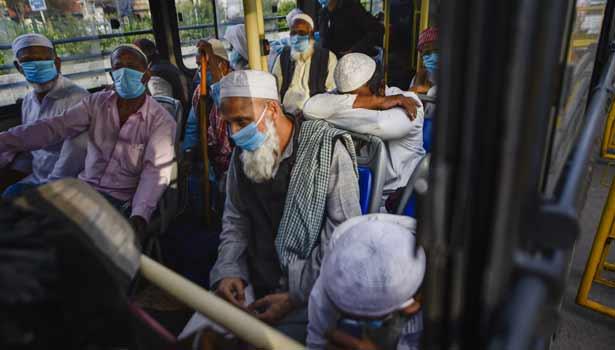 கொரோனா அறிகுறிகள் உள்ளவர்கள் மருத்துவமனைக்கு கொண்டு செல்லப்படும் காட்சி