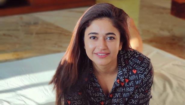 நடிகை பூனம் பஜ்வா