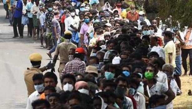 டாஸ்மாக் வழக்கு: தமிழக அரசின் அப்பீல் மனுவை விசாரணைக்கு எடுக்கவில்லை- காரணம் இதுதான் 202005111501166783_1_tasmac-queue2._L_styvpf
