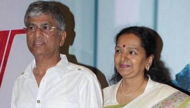 எஸ் ஏ சந்திரசேகர் ஷோபா