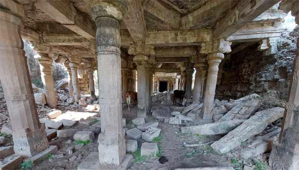 சிதிலமடைந்த கோவில்