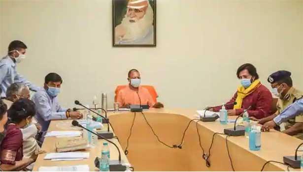 கொரோனா ஆய்வுக் கூட்டத்தில் பங்கேற்ற யோகி ஆதித்யநாத்