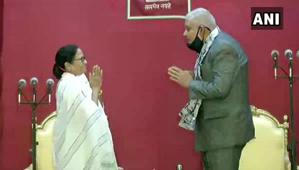 கவர்னருடன் மம்தா பானர்ஜி