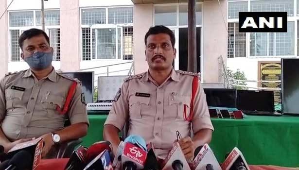 போலீஸ் அதிகாரி ரவிக்குமார்