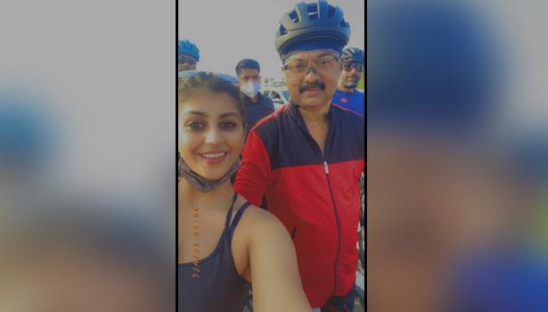 முதல்வருடன் நடிகை யாஷிகா எடுத்த செல்பி புகைப்படம்