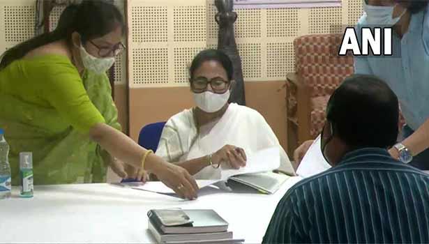 மம்தா பானர்ஜி வேட்புமனு தாக்கல்